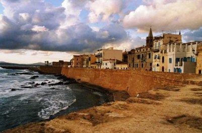 kuva Katalonialaisen kaupungin muurit 1500-luvulta - Alghero - Sardinia - Italia