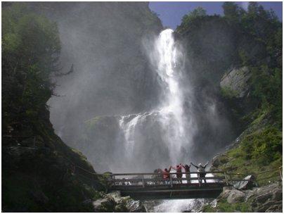 kuva Alpit Bad Gastein vesiputous Hohe Tauernin kansallispuisto vaellus loma matka It�valta