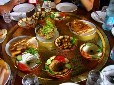 yhdistyneiden arabiemiraattien keitti� meze-lautanen ruoka dubai