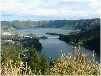 Azorit loma - Lagoa das Sete Cidades - 'kaksoisj�rvet' / laguuni Ponta Delgadan l�hist�ll�