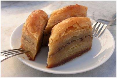 Hunajainen baklavá-voitaikinaleivonnainen - bulgarialainen ruoka
