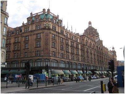 kuva Englanti Lontoo Harrods tavaratalo ostokset tuliaiset