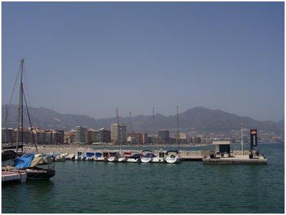 Fuengirolan satama Costa del Sol aurinkorannikko loma matka