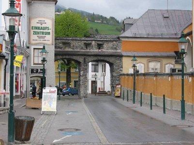 Schladmingin keskustaa Itävallan Alpit