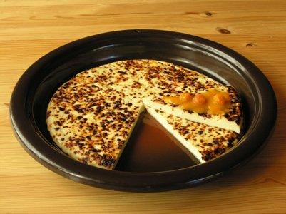 suomalainen ruoka keitti� suomalaista leip�juustoa ja lakkahilloa
