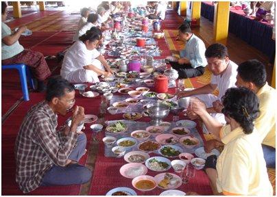 Thaimaalaista ruokailua kuva thai keitti� Phuket Thaimaa thai ruoka loma matka