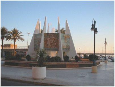Al Coralista -monumentti Habanerasin ostoskeskuksen edustalla