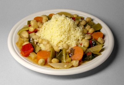 tunisialainen keittiö Pohjoisafrikkalaista kuskusta vihannesten ja kikherneiden kanssa ruoka kuva